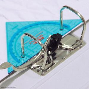 Geotriangulo Cartabon 16 Cm Con Perforador. Kum